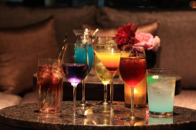 沖縄由来の名称が付いたホテルオリジナルカクテルをはじめ、彩り豊かな各種カクテルをご用意しております。