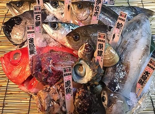 定番のチャンプルーはもちろん!島らっきょうやグルクンの唐揚げ、珍味のスクガラスまで頂けます! また県産魚も色々取り揃えておりますので、海鮮を楽しんで下さい!!