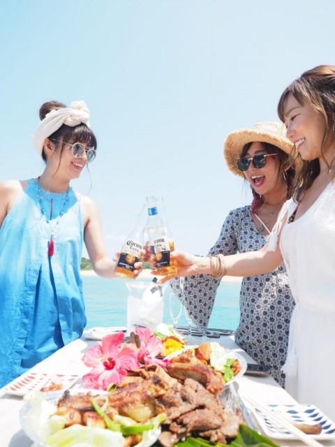 自然を楽しみながら美味しいお酒やご飯までご準備致します。 1日を全力で楽しんじゃおう♪  観光客が多いと思われがちですが、実は沖縄市やうるま市のお客様も結構多いので地元の方も思いっきり楽しめます☆