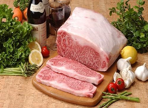 和牛ステーキや握りなど色んな肉料理が楽しめます♪ こだわり抜いたお肉等の素材を楽しんで下さい。