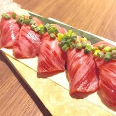 肉料理にこだわりながら一手間かけた創作沖縄料理は、地元のお客様にも大人気!『お肉創作居酒屋』の名の通り、お肉を使った創作料理もご堪能下さい!
