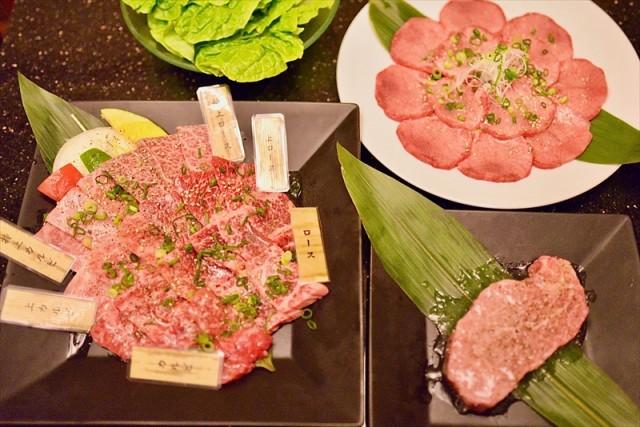 肉本来の旨みを堪能できる『もとぶ牛焼肉セット』 もとぶ牛の持つ、肉本来のジューシーな味わいと、食べごたえを堪能できる贅沢なステーキセット。その柔らかな美味しさを心ゆくまで味わうことができます。