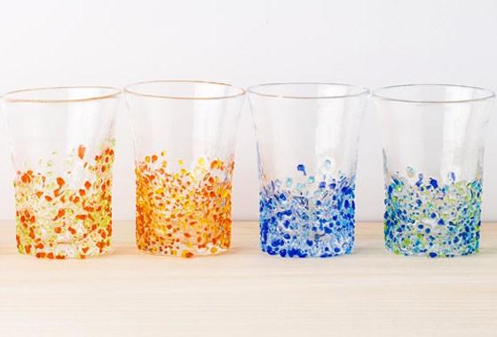 ランプ、ロックグラス、 小鉢、一輪挿しなど様々な種類を 取り揃えております。  あなたの生活の一部を彩る お気に入りの一品が見つかるかもしれません♪ 是非、一度ご覧になってみて下さい。