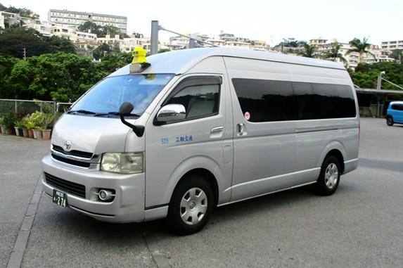 大人数で移動可能な【ジャンボタクシー】で 沖縄の思い出の移動手段として是非ご利用下さい♪