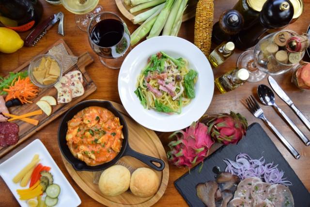 沖縄県産の新鮮食材やイタリア産の生ハムやチーズなど、選りすぐりの食材を使い、五感が喜ぶ多彩な料理を披露。埼玉の工房から空輸仕入れする生パスタも好評です!